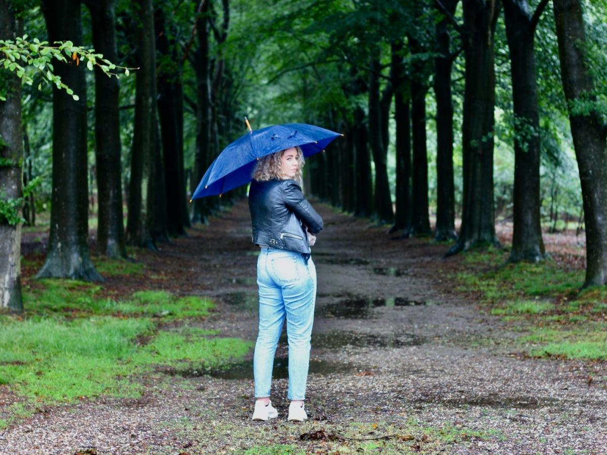 Annemijn met paraplu